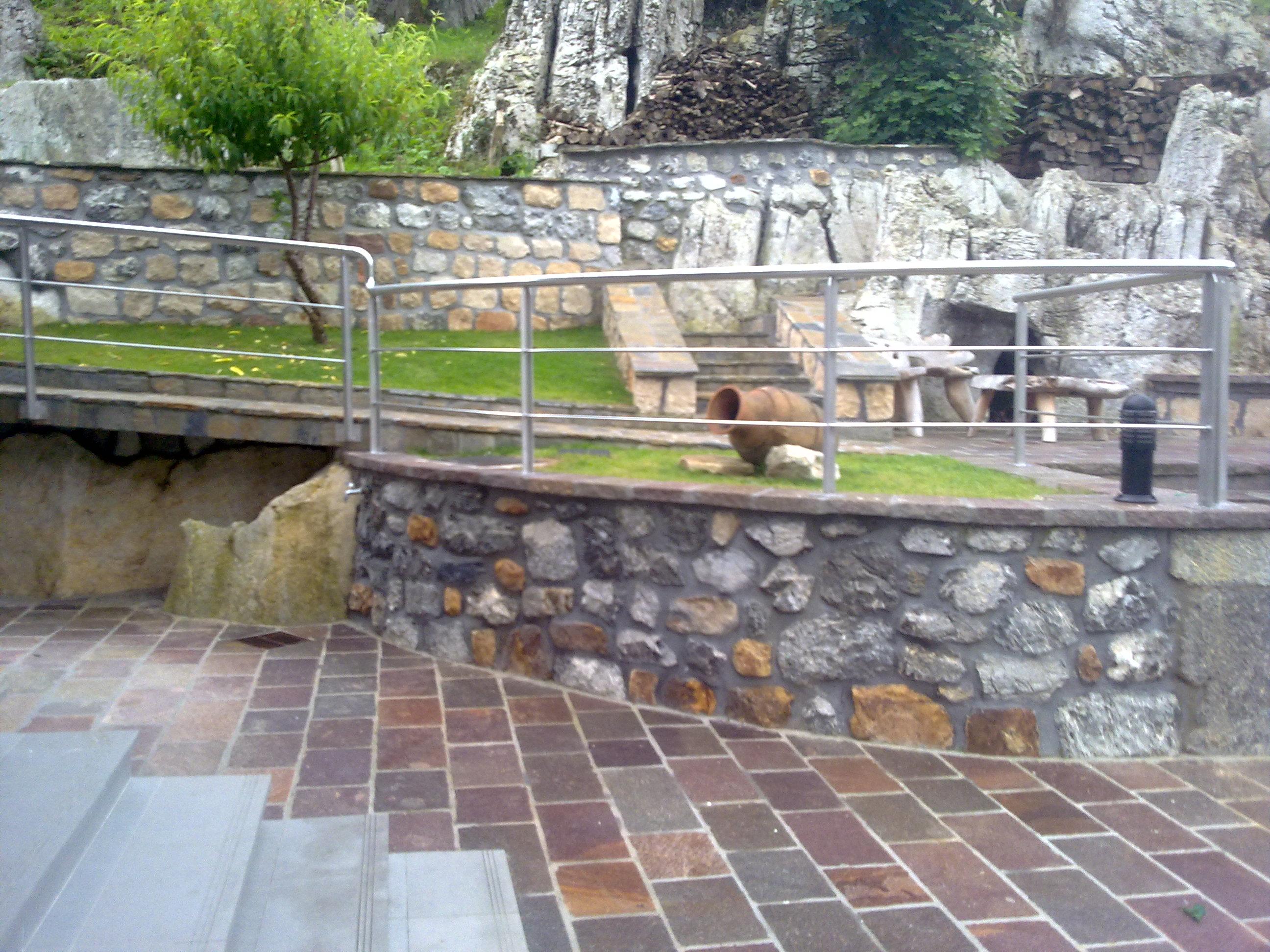 Muros suelos y aceras de exterior en cantabria h ctor m for Suelos para jardin exterior