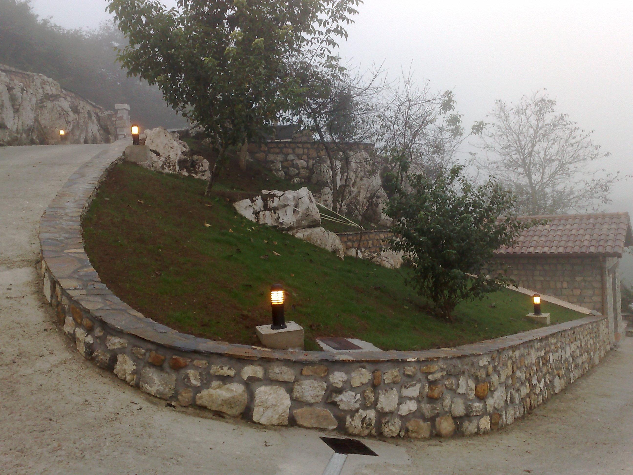 Grandes jardines h ctor m alba iler a y reformas en for Jardines de madera y piedra